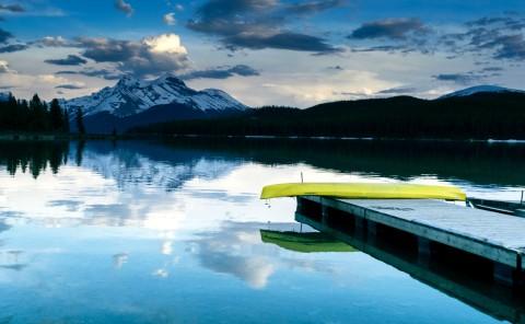 canoe-mountain-lake-BlakeVerdoorn
