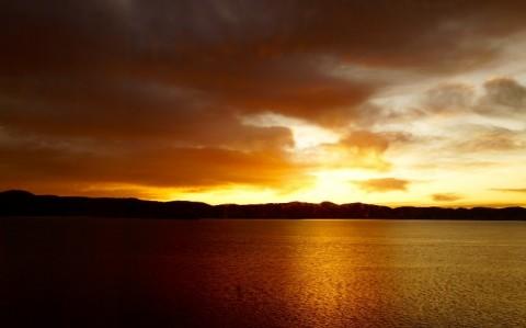 mountains-sunset-sea-alexwigan